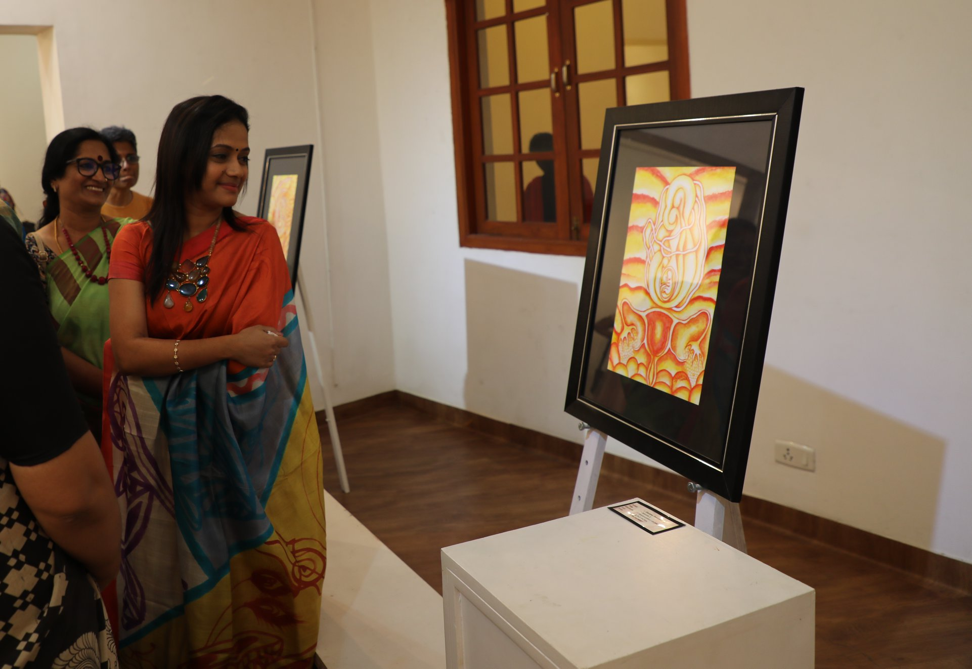 Chief Guest Dr Aarathy Paari enjoying works of artist Shobana Premkumar